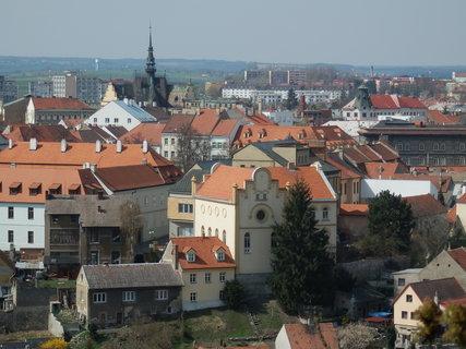 FOTKA - domy, domečky, synagoga,kostel, výhled na město Slaný *