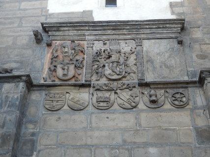 FOTKA - erby na Velvarské bráně ve Slaném