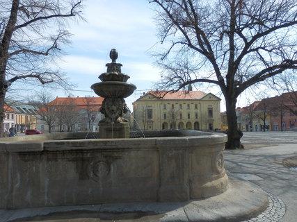 FOTKA - kašna na náměstí ve Slaném