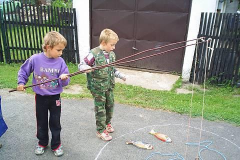 FOTKA - Den dětí chytáme rybičky