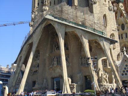 FOTKA - Antonio Gaudí realizoval po městě celou řadu staveb, z nichž je několik zapsáno do seznamu světového dědictví UNESCO. Nejznámější je asi stále nedokončené úchvatné dílo - Sagrada Família - Chrám Svatá rodina.