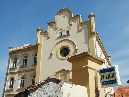 FOTKA - synagoga Slaný - sídlo místní Policie