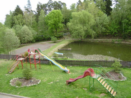 FOTKA - rybník s dětským hřištěm