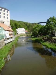 FOTKA - Řeka Oslava, v dálce dálniční most