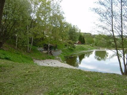 FOTKA - rybník, který patří k hotelu