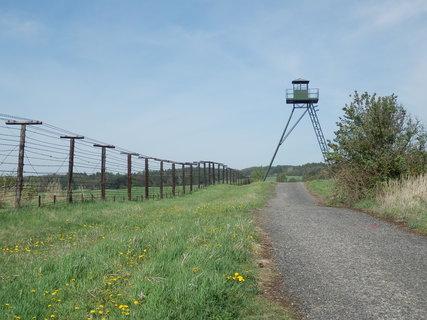 FOTKA - připomínka naší historie: Železná opona se táhla od Baltského až k Jaderskému moři a měřila 725 km, z toho na československém území 930 km.