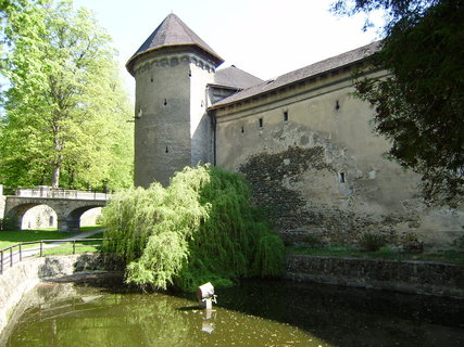 FOTKA - vedle hradu