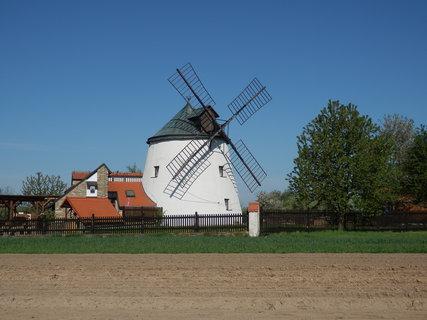 FOTKA - Větrný mlýn v Lesné u Znojma - v současné době využíván jako restaurace