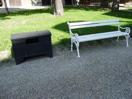FOTKA - lavička s odpadkovým košem
