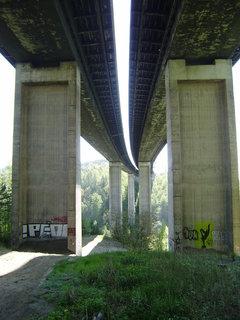 FOTKA - dálniční most zespodu