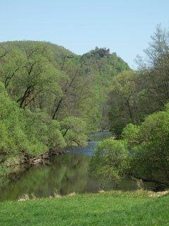 FOTKA - idylka u řeky, na obzoru Nový Hrádek u Lukova