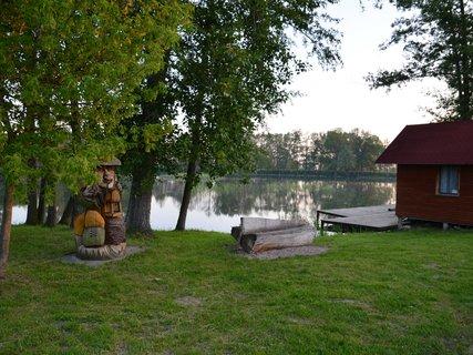 FOTKA - Vodník hlídá rybník ve dne v noci