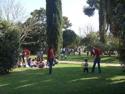 FOTKA - V parku je stále živo.