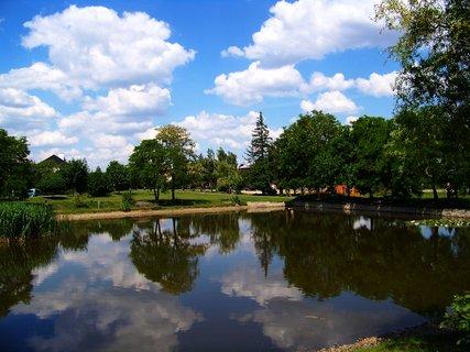 FOTKA - Oáza klidu za dnešního slunného počasí u rybníka