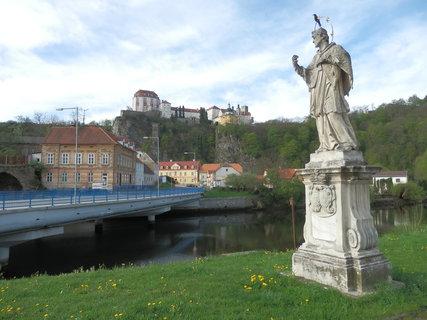 FOTKA - socha sv. Jana Nepomuckého u Dyje a zámek Vranov