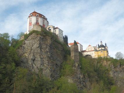 FOTKA - na mohutné skále nad Dyjí - Vranovský zámek
