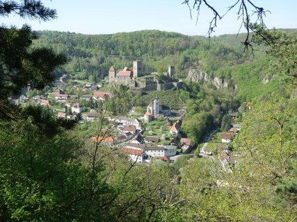 FOTKA - vyhl�dka na rakousk� hrad Hardegg *NP Podyj�