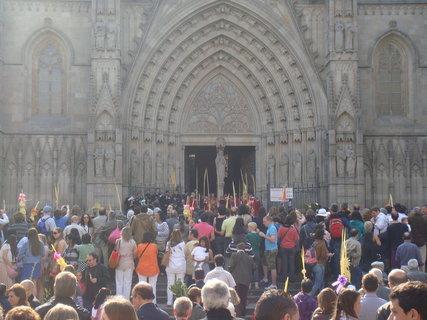 FOTKA - Před katedrálou.....