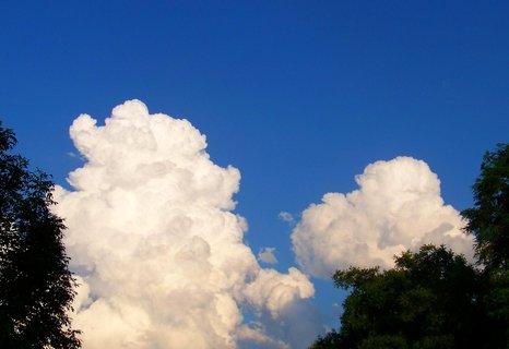 FOTKA - 17.6.2012, mraky u rybníku Ohrada..