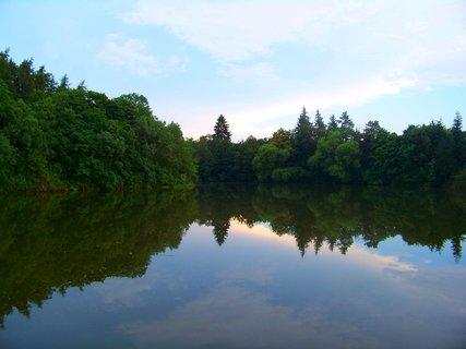 FOTKA - 18.6.2012, Hornomlýnský rybník k večeru, Kunratice