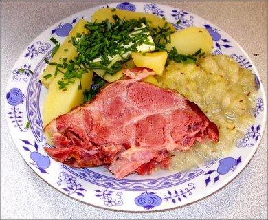 FOTKA - 9-10 června-115-uzená krkovička, nový brambory a kedlubnové zelí