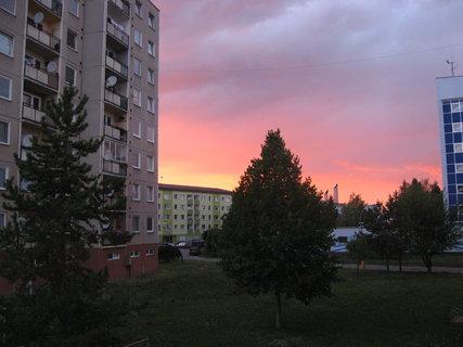 FOTKA - Večerní nebe focené z balkonu