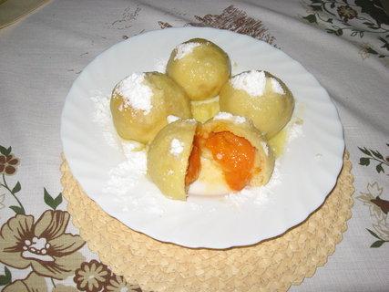 FOTKA - Meruňkové knedlíky k dnešnímu obědu.