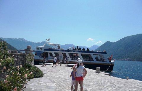 FOTKA - Boka Kotorská.. na ostrůvku..někdo čeká na loď