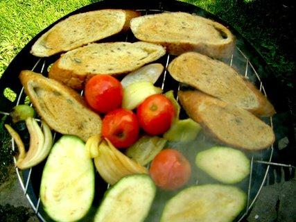 FOTKA - Včerejší grilování oběda na grilíčku za bodíky na CHž.-14
