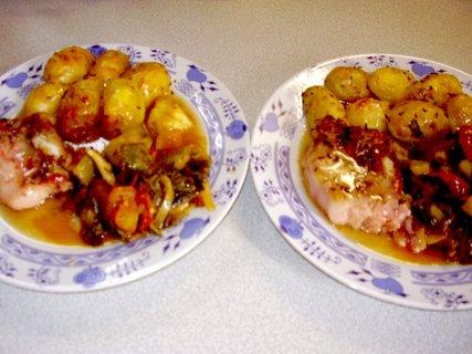 FOTKA - červencové foto-13-pečené brambory, vepřové maso a Ratatouille