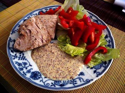 FOTKA - Steak z tuňáka s citrusovohořčičnou omáčkou