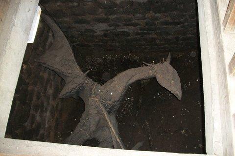 FOTKA - drak ve věži - Loket