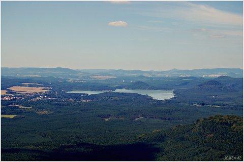 FOTKA - �esk� r�j - v povzd�l� M�chovo jezero