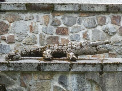 FOTKA - někde mají u mlýna vodníka, někde betonového krokodýla :-)