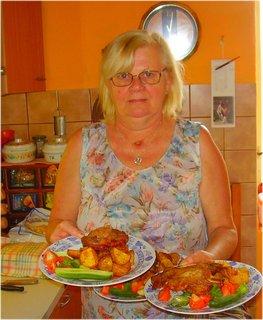 FOTKA - a jdeme večeřet- to jsem já  a já jsem ráda u vaření něčeho dobrého