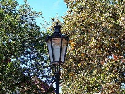 FOTKA - 28.8.12, staré lampy v parku (ul. Na Pankráci), Praha