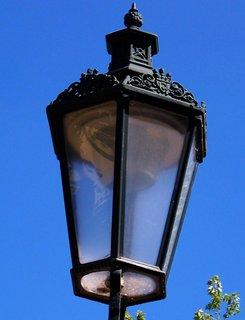 FOTKA - 28.8.12, detail staré lampy v parku...