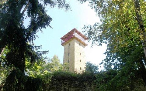 FOTKA - Nad jeskyní, kde spí Blaničtí rytíři je Buriánova rozhledna