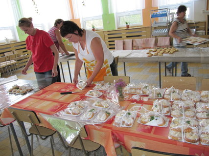 FOTKA - balení koláčů