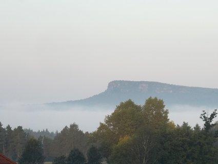 FOTKA - České Švýcarsko, mlha dnes ráno v Janově