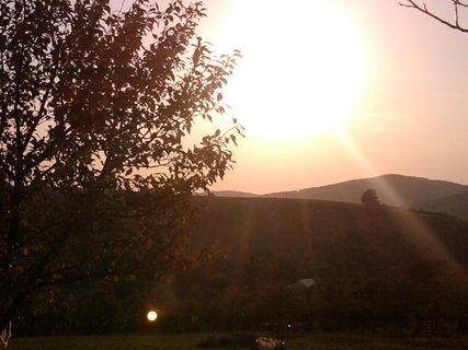 FOTKA - oslnění zapadajícím sluncem