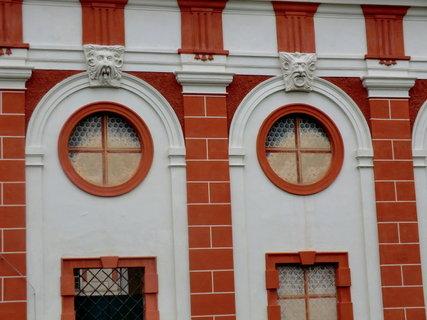 FOTKA - Okna zámku - detail