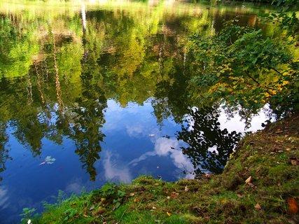 FOTKA - procházka 28.9.2012, hladina rybníka...