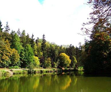 FOTKA - procházka 28.9.2012,  pohled na Dolnomlýnský rybník..