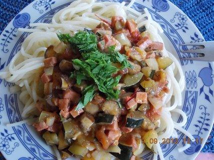 FOTKA - špagety se zeleninou a salámem