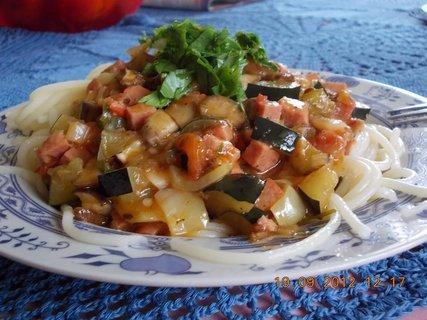 FOTKA - špagety se zeleninou a salámem-2