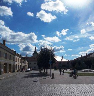 FOTKA - N�m�st� v Tova�ov�