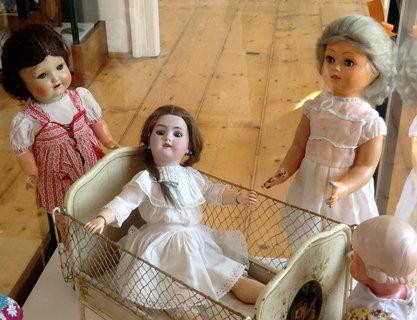 FOTKA - V muzeu - s čím si hráli babičky a děděčkové