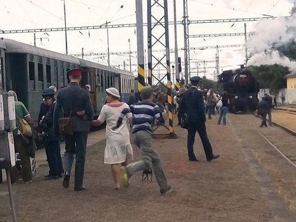 FOTKA - Vlak m�l zast�vku v Kojet�n� .