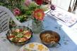 sváteční oběd na zahradě